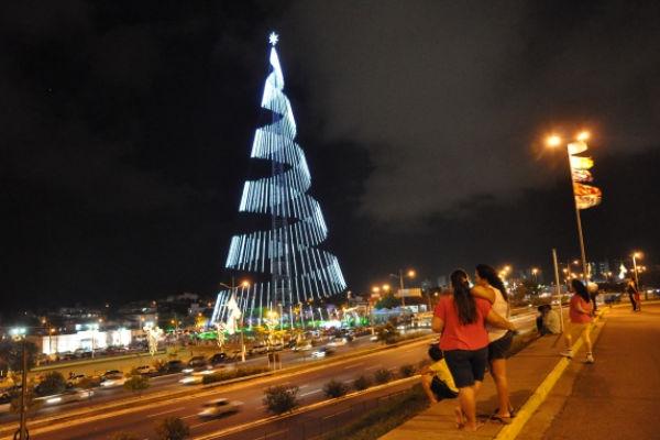 Tradicional árvore natalina da cidade será acesa na próxima semana