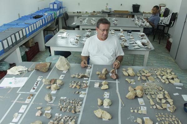 Peças de estudos arqueológicos encontradas no RN ficam no Laboratório de Arqueologia do Museu Câmara Cascudo