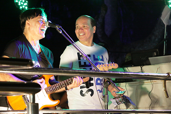 O vereador e cantor Júnior Grafith (à direita) rebate críticas e emite nota sobre o caso