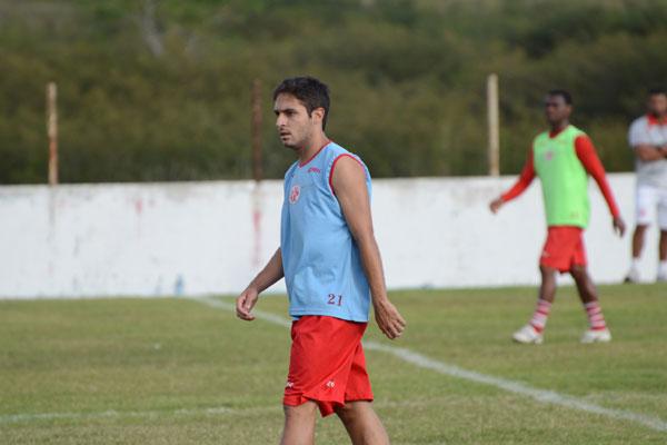 O meio-campo Régis recebeu propostas de clubes da Série A e não deve permanecer no clube