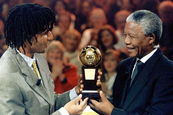 Escolhido melhor jogador da Europa em 1987, o holandês Ruud Gullit dedicou o prêmio, anos depois, a Nelson Mandela