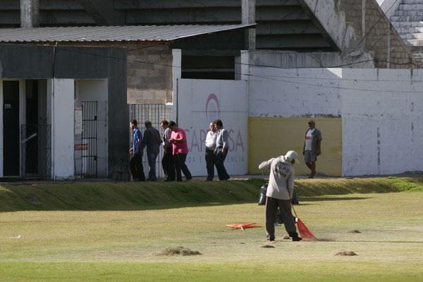 Representantes da Federação Italiana de Futebol estiveram visitando as instalações do Frasqueirão para analisar a situação do estádio do ABC para o Mundial de 2014