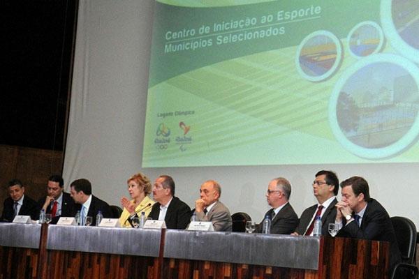 Ministro do Esporte, Aldo Rebelo afirmou que o Governo Federal vai acompanhar o processo de construção e auxiliar às prefeituras
