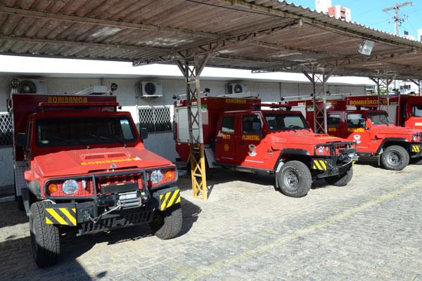 Veículos de combate a incêndio estão parados no pátio do Corpo de Bombeiros por falta de documentação e déficit de homens
