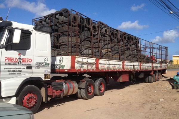 Carreta com carga de 24 toneladas de pneus usados, recolhidos nas ruas de Parnamirim, seguiu ontem para incineração no Ceará
