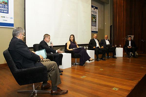 Empresários são entrevistados sobre a trajetória de uma micro para uma grande empresa