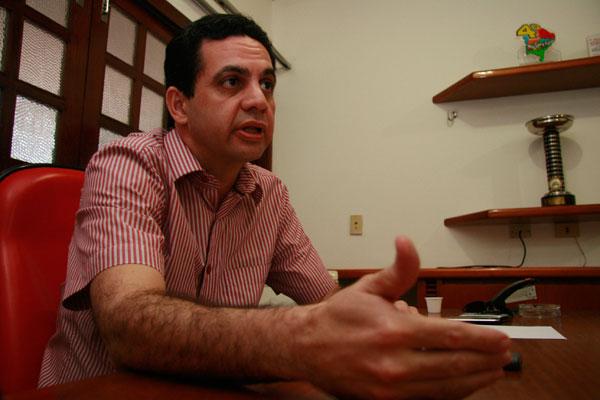 """Lauro Maia afirma que está """"focado"""" na defesa e não tem interesse em substituir a deputada"""