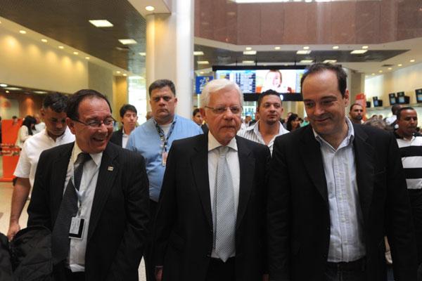Ministro Moreira Franco elogia decisão de aeronautas e aeroviários e prevê movimento recorde