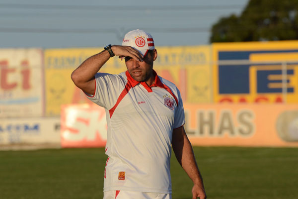 O técnico Leandro Sena contará com jogadores apenas na sexta