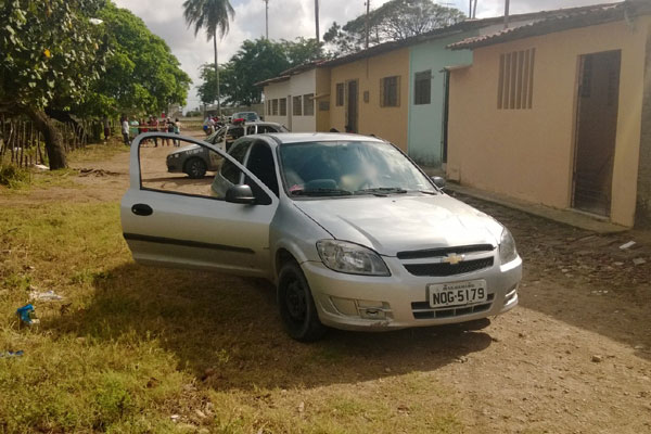 Homem foi encontrado morto dentro do veículo roubado