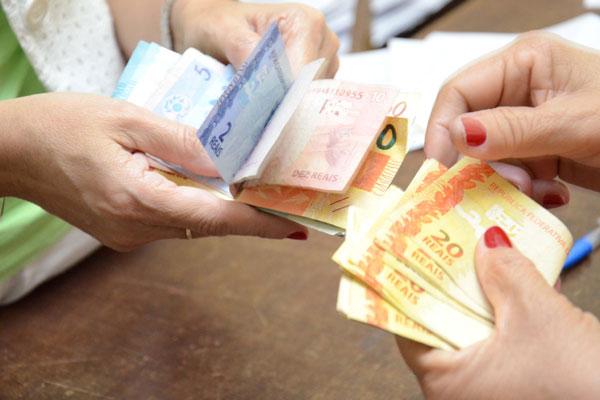 Anunciado pelo Governo Federal na última semana, o novo mínimo, que passará a ser de R$ 724, entrará em vigor a partir do dia 1º de janeiro e vai incrementar a renda no RN em R$ 657 milhões