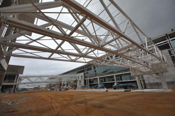 Terminal de passageiros está em fase de conclusão e deverá entrar em operação em abril de 2014