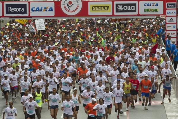 São Silvestre reuniu milhares de pessoas nas ruas de São Paulo