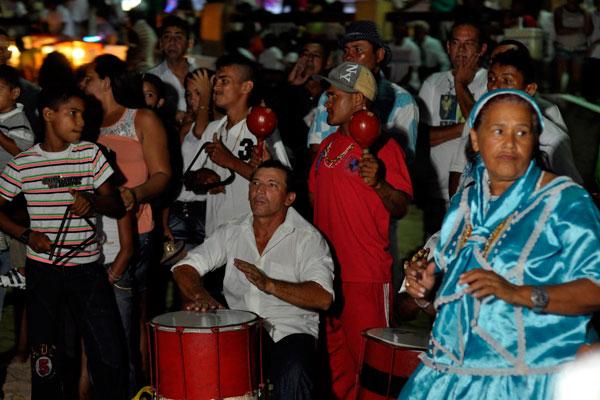 Devotos de Iemanjá iniciam celebração do Ano Novo na Praia do Meio