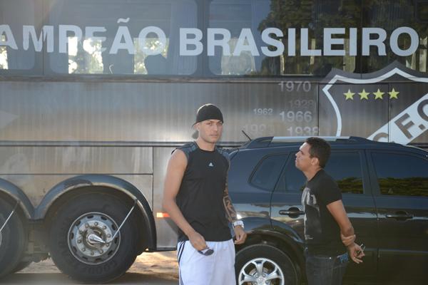 O goleiro Camilo conversou com outro ex-abecedista, João Paulo e reclamou de salários atrasados