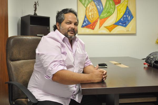 Empresário que saiu em defesa de garçom, Alexandre Azevedo, diz que não esperava repercussão