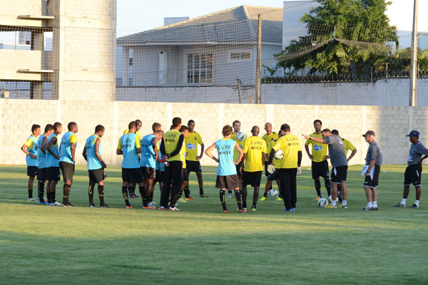 Às vésperas do primeiro jogo pelo Campeonato Estadual, o técnico Roberto Fernandes intensificou os trabalhos táticos da equipe