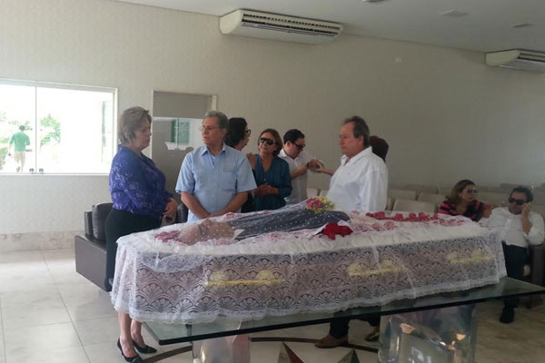 Políticos e familiares passaram pelo velório de João Faustino na manhã de hoje (9)