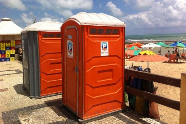 Banheiros químicos são posicionados em praias da capital potiguar