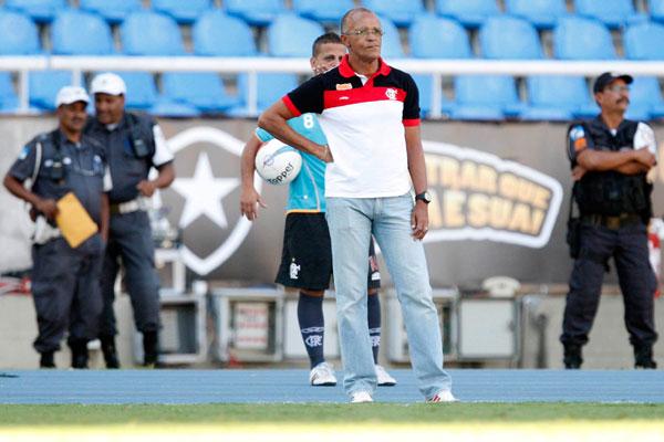 O técnico do Flamengo elogiou a contratação de Alecsandro