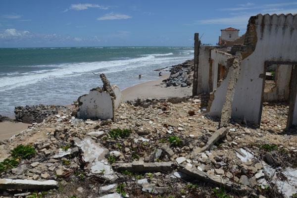 Em Maxaranguape, o avanço terminou por deixar em ruínas prédio onde funcionava convento
