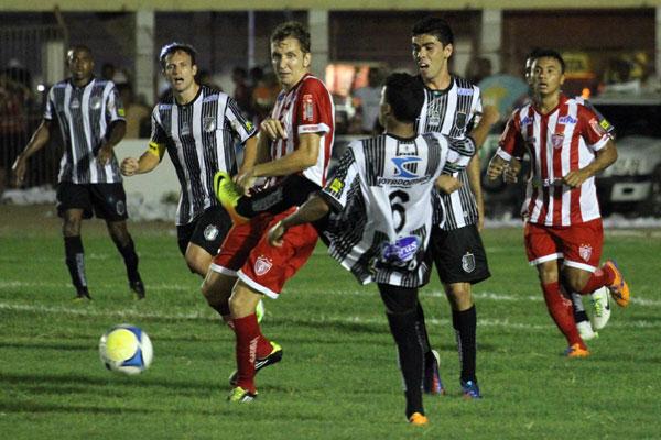 Os jogadores do Potiguar não desistiram e conseguiram o gol da vitória no final da partida