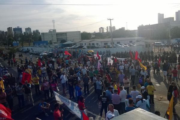 Movimentos sindicais aguardam início da inauguração oficial da Arena das Dunas