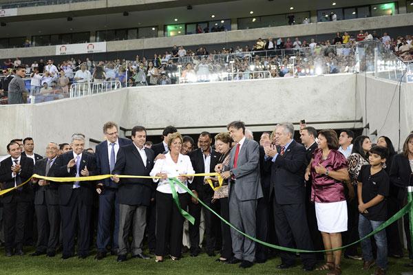 Dilma Rousseff e Rosalba Ciarlini inauguram a Arena das Dunas, em Natal, ao lado de ministros e parlamentares