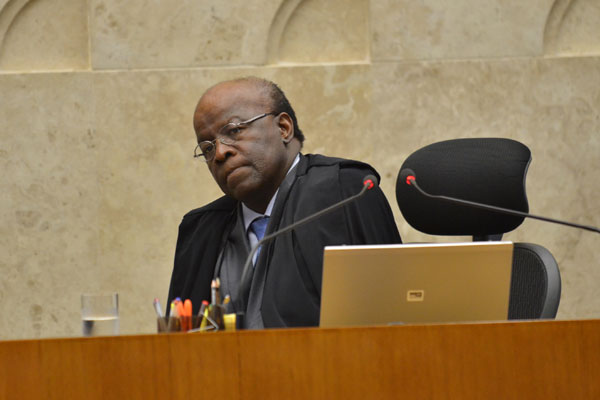 Joaquim Barbosa afirma que não teve tempo para assinar a ordem de prisão antes da licença