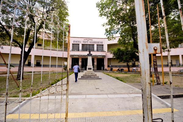 Atheneu: além da greve, aulas não começaram ontem devido a reforma em parte da escola