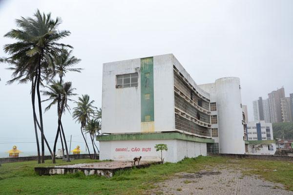 Natalenses querem preservar arquitetura e história do hotel construído em Natal nos anos 1960