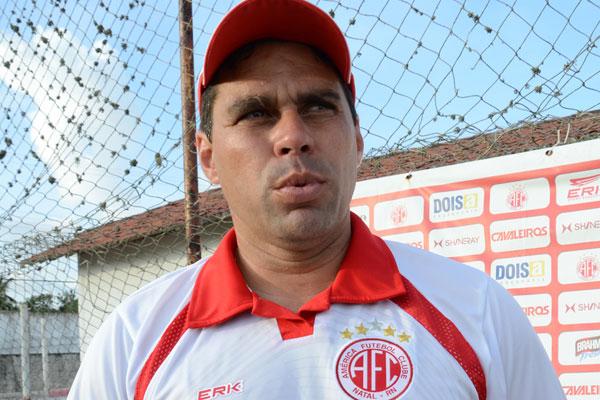 Leandro Sena poupou time titular para o confronto com o CRB