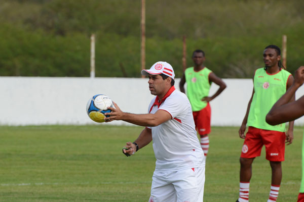 Leandro Sena ainda não confirmou o time titular americano