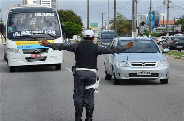 Blitz foi realizada na avenida Roberto Freire, em Natal