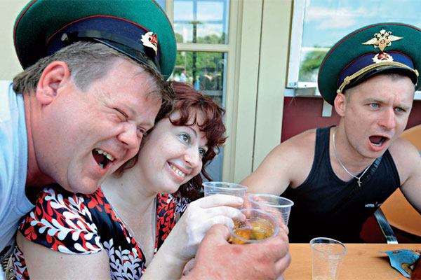 Hábito de fazer grandes bebedeiras é mais forte entre os russos que em outros povos de origem eslava no norte e leste europeu