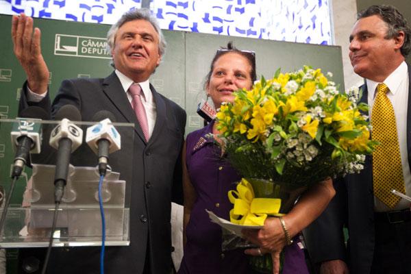 Amparada pelos deputados Ronaldo Caiado e Abelardo Lupion, Ramona confirma pedido de asilo