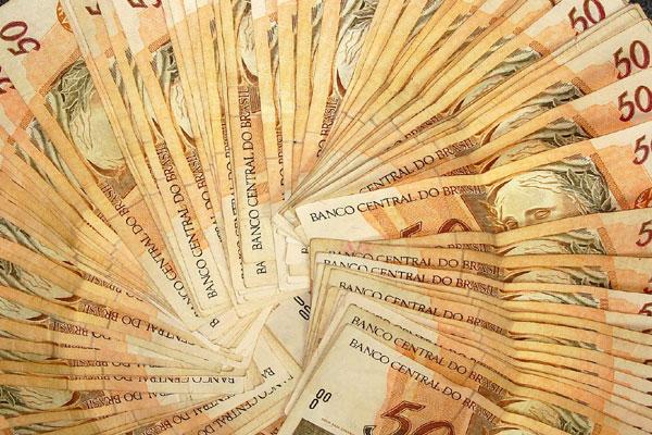 Escritórios cobram taxa inicial e percentual caso ganhem ação