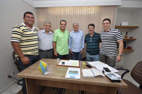 Durante o encontro, o presidente do PMDB recebeu a vista dos presidentes do PR e do Pros, os deputados João Maia e Ricardo Motta. Garibalde Filho também esteve presente