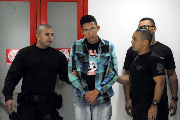 Caio Silva, de 22 anos, estava hospedado numa pensão quando foi preso e levado para o Rio