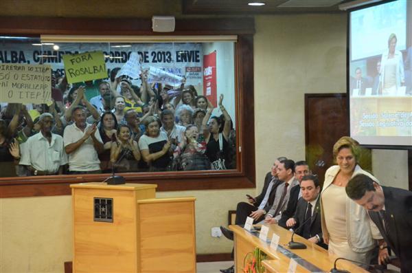 Início dos trabalhos legislativos é marcado por protestos contra a governadora Rosalba Ciarlini