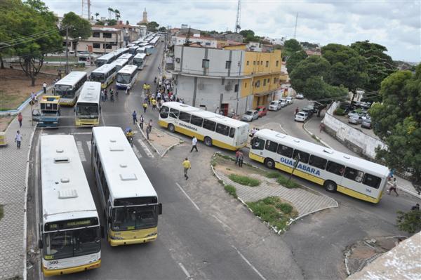 Filas de ônibus formadas durante protesto dos motoristas e cobradores no Alecrim
