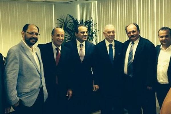 Os dirigentes reunidos com o deputado Henrique Eduardo Alves