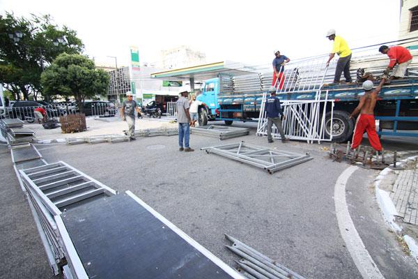 Ribeira: começou ontem montagem da estrutura para desfiles