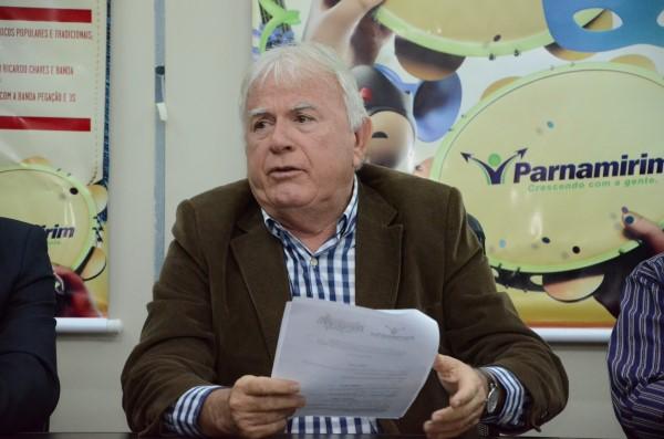 Prefeito Maurício Marques disse que cortes são necessários devido à crise financeira