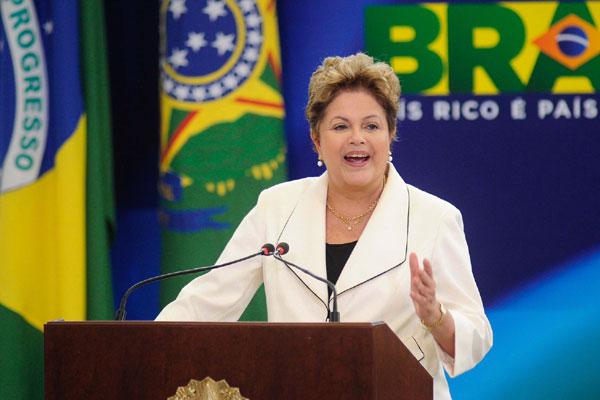 Candidata à reeleição, presidenta Dilma Rousseff pode ter que enfrentar desgaste do programa e críticas de setores da classe média