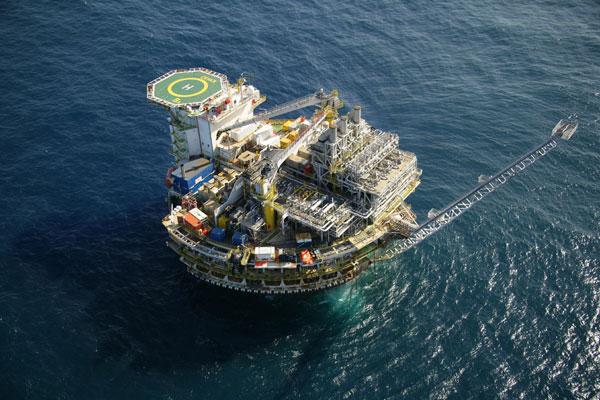 Exploração de petróleo na Bacia de Santos: meta da Petrobras é elevar produção nacional em 7,5%