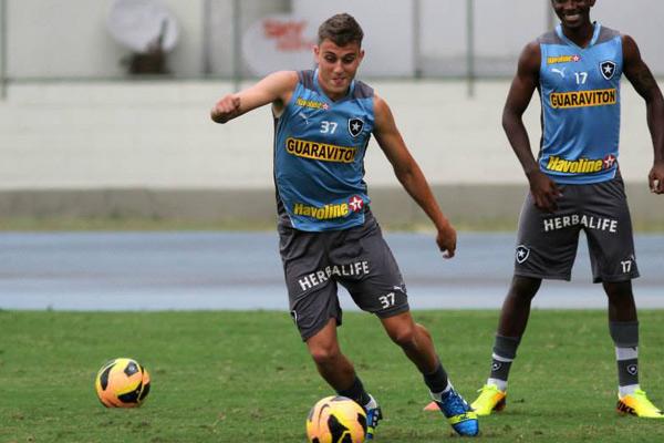 Octávio se profissionalizou no ano passado e foi emprestado até o fim da temporada