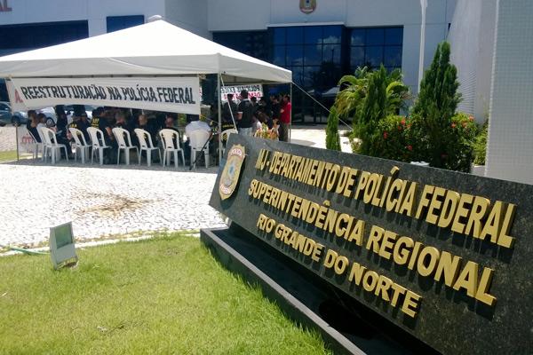 Policiais federais fizeram mobilização em frente à Superintendência da PF