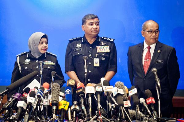 Dois dias após o desaparecimento, autoridades da Malásia confirmaram mudança de rota do avião e redirecionamento das buscas