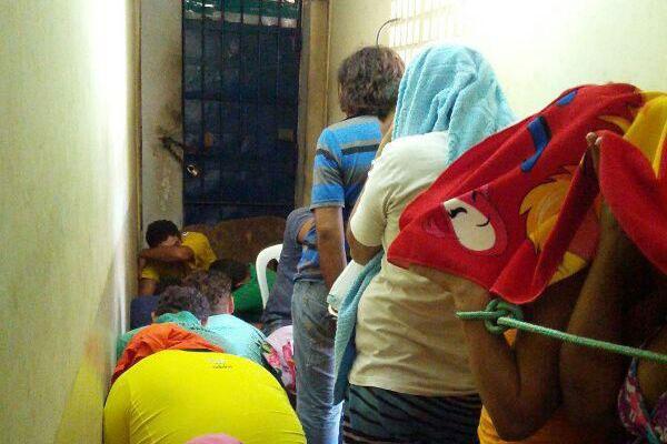 Na DP de Macau, presos foram amarrados com cordas no corredor da unidade por falta de algemas